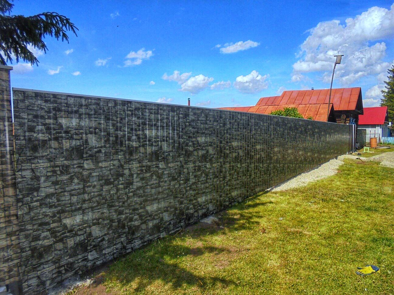забор под камень из профнастила фото